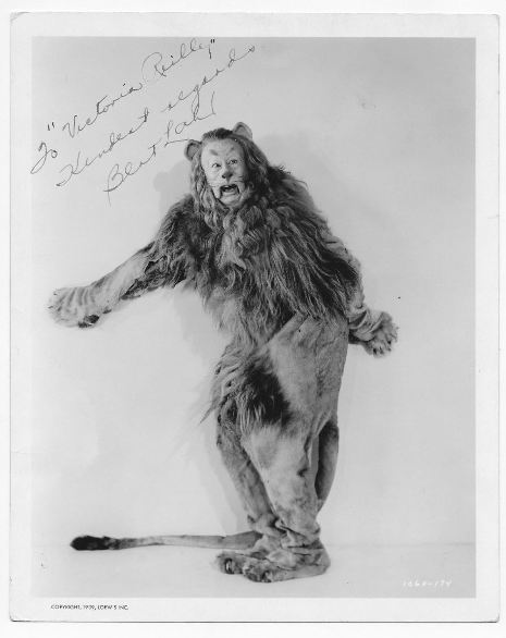 ORIGINAL WIZARD OF OZ STUDIO PHOTO SIGNED BY BERT LAHR